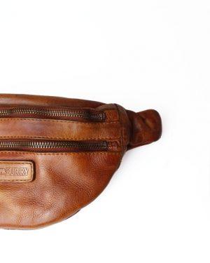 trendy bumbag, bumbag, bæltetaske, bumbag i læder, bæltetaske i læder, praktisk bumbag, festival taske, sommer taske.