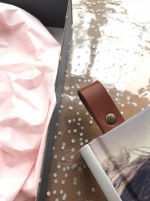 Bogmærke, bogmærke med tekst, personligt bogmærke, gave til bedste, julegaveide, bedsteforældregave, læder bogmærke, bogmærke i læder, kernelæder bogmærke