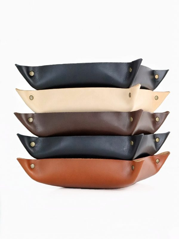 Stor læderbakke, læderbakke, læderskål, læderkurv, bakke i kernelæder, læderbakke med navn, personlig gave, gaveide, håndlavet læderbakke, handmade leathergoods