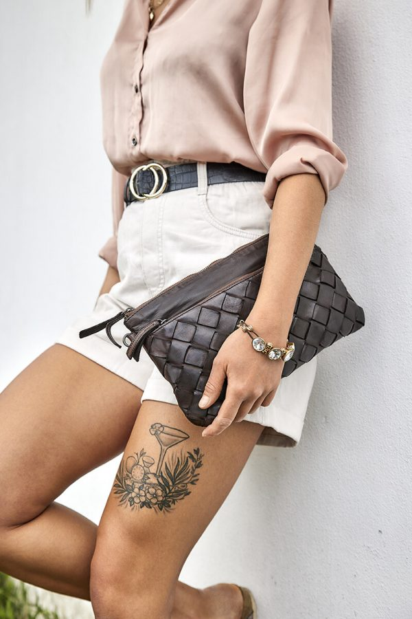 flettet clutch, flettet clutch taske, flettet taske, flettet lædertaske, lædertaske, læder taske, lille lædertaske, håndtaske i læder,skuldertaske, crossbody taske, lille skuldertaske